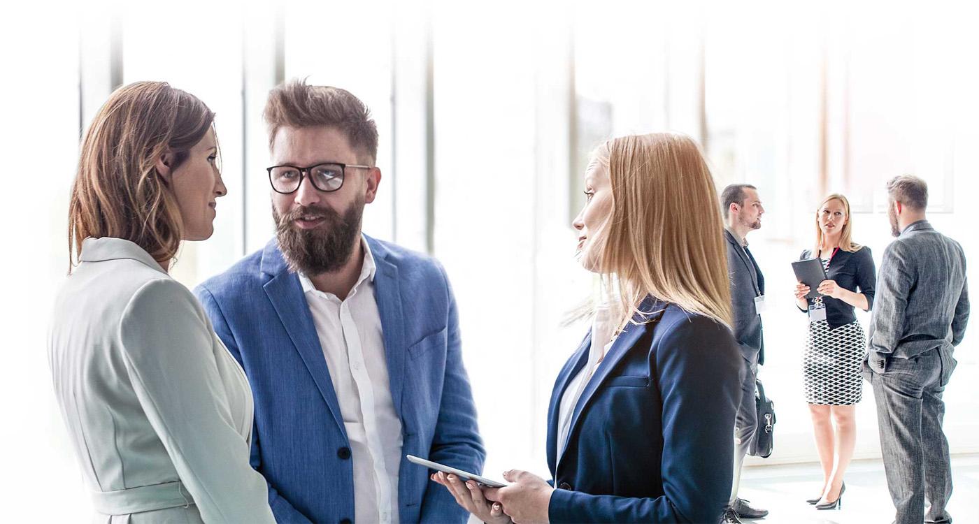 """Szkolenia i doradztwo dla przedsiębiorstw – PARP szuka operatorów  w konkursie """"Kompetencje dla sektorów"""""""