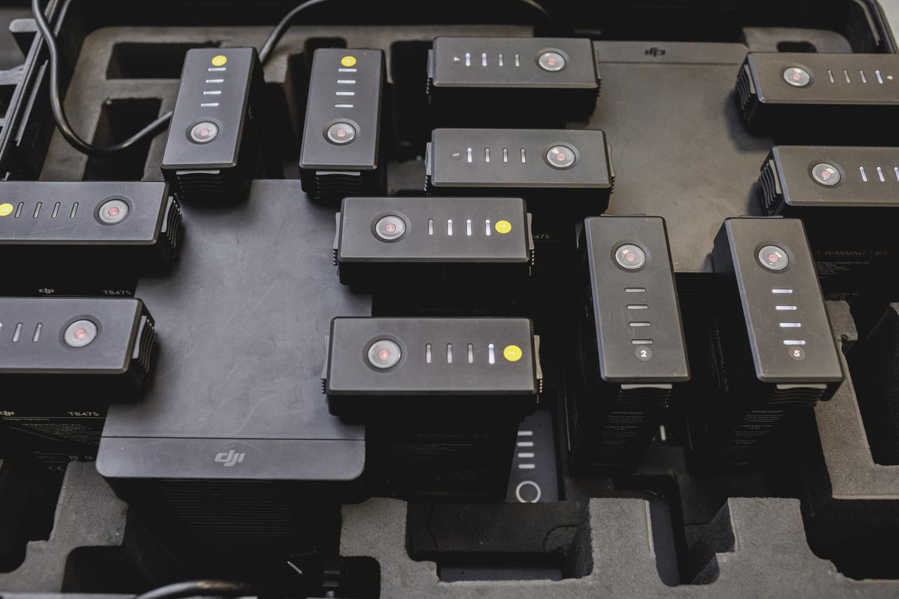 System rozwieszania liny przedwstępnej pomiędzy konstrukcjami słupów wysokiego napięcia z wykorzystaniem bezzałogowych statków powietrznych UAV